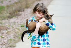 Cute young girl holding her kitty Royalty Free Stock Photos