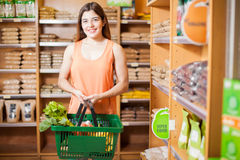 Cute young woman buying food at a store Royalty Free Stock Photos