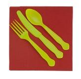 Cutelaria, forquilha da faca e s plásticos descartáveis brilhantes Foto de Stock
