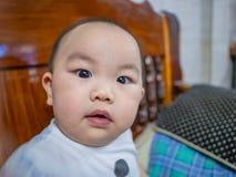 Cutie и красивый азиатский младенец или младенец мальчика стоковая фотография rf