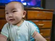 Cutie e bambino o infante asiatico bello del ragazzo immagine stock