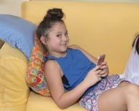 Cutie en su teléfono celular Imagen de archivo