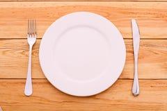 Cutlery tablecloth czerwony w kratkę tartan na drewnianym Obrazy Stock