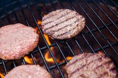 Cutlet βόειου κρέατος στη σχάρα Στοκ Φωτογραφία