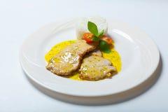 Cutlet χοιρινού κρέατος με τη σάλτσα και το ρύζι κάρρυ Στοκ φωτογραφίες με δικαίωμα ελεύθερης χρήσης