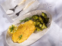 Cutlet with broccoli Royalty Free Stock Images