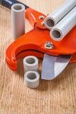 Cutted管子和切管机 库存图片