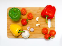 Cutting board with aranged vegetables Royalty Free Stock Images