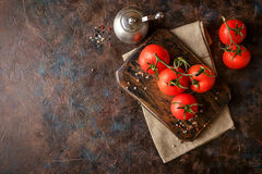 Cutting board with cherry tomatoes Royalty Free Stock Images