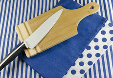Cutting board and knife Royalty Free Stock Photography