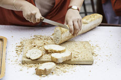 Cutting bread in a shop Royalty Free Stock Photography