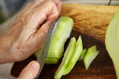 Cutting chayote Royalty Free Stock Photography