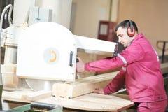 Cutting för kors för Closeupcarpentry wood royaltyfri foto
