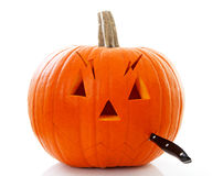 Cutting face out of pumpkin Royalty Free Stock Photos