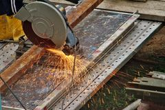 Cutting metal beam Royalty Free Stock Photos