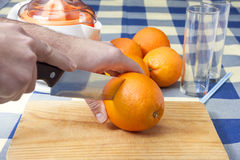 Cutting oranges Royalty Free Stock Photos