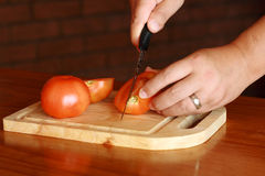 Cutting tomato Royalty Free Stock Photos