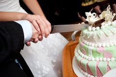 Cutting a wedding cake Royalty Free Stock Images