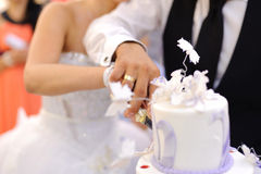 Cutting Wedding Cake Royalty Free Stock Photos