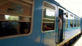 Cuture autêntico Trem movente, Sri Lanka - 10 de fevereiro de 2017 vídeos de arquivo