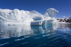 南极洲海湾cuverville冰山 免版税库存照片