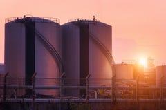 Cuves de stockage de gaz naturel, réservoir de stockage de pétrole, LPG, centrale pétrochimique photographie stock