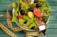 Cuvette avec de la salade végétale images libres de droits