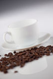 Cuvette avec des grains de café Photo libre de droits
