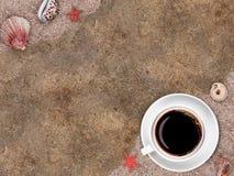 Cuvette blanche avec du café images libres de droits