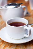 Cuvette blanche de thé photographie stock libre de droits