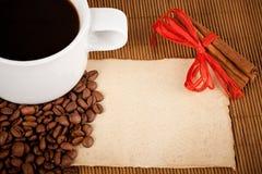 Cuvette, collectes et papier de café photos stock