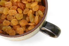 Cuvette complètement de raisins secs Photographie stock libre de droits