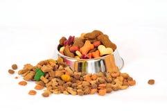 Cuvette d'animal familier d'aliments pour chiens Photo libre de droits