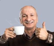 Cuvette de boissons d'homme aîné de café Images stock