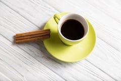 Cuvette de café avec de la cannelle Image stock