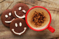 Cuvette de café avec des biscuits Photographie stock libre de droits