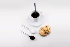 Cuvette de café avec des gâteaux Images libres de droits
