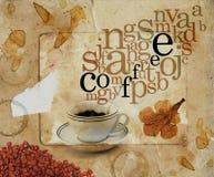 Cuvette de café avec des lettres au-dessus de papier souillé de sépia Images libres de droits