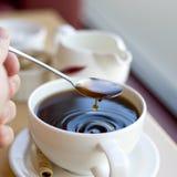 Cuvette de café avec des ondulations Image stock