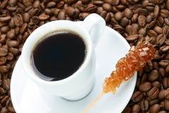 Cuvette de café avec du sucre brun Images libres de droits