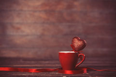 Cuvette de café avec la forme de coeur Images libres de droits