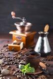 Cuvette de café avec la menthe Images libres de droits