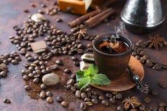 Cuvette de café avec la menthe Photo stock