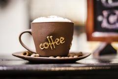 Cuvette de café avec de la mousse Photographie stock libre de droits