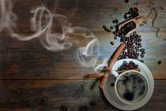 Cuvette de café avec la vapeur Photos stock