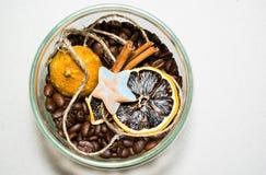 Cuvette de café avec le coeur photo stock