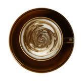 Tasse de café avec squirly de mousse étrange de lait photographie stock libre de droits