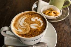 Cuvette de café blanc images stock
