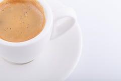 Cuvette de café blanche sur le fond blanc Images libres de droits