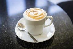 Cuvette de café chaude Photographie stock libre de droits